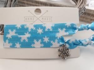 Schneeflocken Haargummi Hairtie Armband 2er Set handgefertigt mit Metallanhänger Geschenk Frauen Freundin Mädchen Winter Nikolaus Weihnachten    - Handarbeit kaufen
