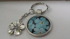 Vergiss Mein Nicht Schlüsselanhänger handgefertigt Glascabochon mit Metallanhänger Blume tolles Geschenk Freundschaft Abschied Erinnerung Frauen   - Handarbeit kaufen