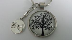 Baum Lebensbaum Schlüsselanhänger handgefertigt Glascabochon mit Metallanhänger Hände Geschenk Freundschaft Abschied Erinnerung Frauen Familie    - Handarbeit kaufen