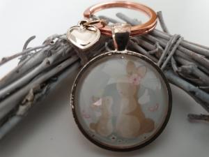 Hasen Mama mit Kind Schlüsselanhänger Glascabochon Anhänger rosegoldfarben handgefertigt Geschenk Frauen Mama Ostern - Handarbeit kaufen