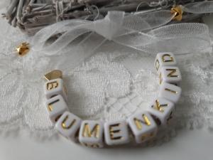 Niedliches Armband für das Blumenkind Hochzeit Buchstaben Perlen zum Binden handgefertigt Herz Geschenk Mädchen Blumen streuen - Handarbeit kaufen