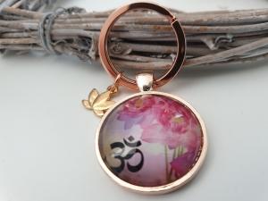 Lotus Om Schlüsselanhänger handgefertigt rosègoldfarben mit Lotusblüten Anhänger Geschenk Frauen Freundin Yoga Namaste - Handarbeit kaufen