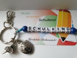 Einschulungsgeschenk Schulkind Ritter Schlüsselanhänger handgefertigt mit Ritterhelm und Schild Geschenk Kinder Junge Schulanfang - Handarbeit kaufen