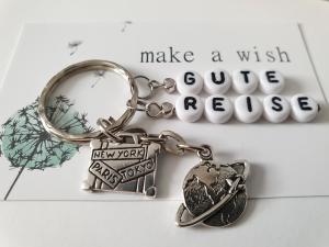 Glücksbringer Gute Reise Schlüsselanhänger handgefertigt mit Buchstabenperlen Anhänger Koffer Erde Welt Geschenk Abschied Frau Mann  - Handarbeit kaufen