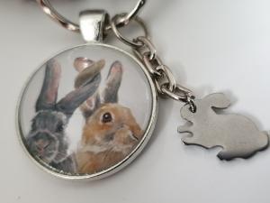 Hasen Kaninchen Ohren Schlüsselanhänger Glascabochonanhänger handgefertigt Geschenk für Freunde Freundin Freund Familie Ostern  - Handarbeit kaufen