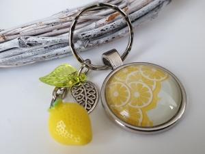 Zitronen Schlüsselanhänger handgefertigt Glascabochon mit Anhängern Zitrone Blättern tolles Geschenk Freundschaft Frauen Freundin    - Handarbeit kaufen