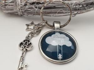 Mädchen auf Schaukel Schlüsselanhänger Glascabochon handgefertigt mit Metallanhängern Schlüssel Stern Geschenk Frauen Freundin Träume - Handarbeit kaufen