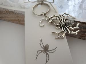 Spinne Schlüsselanhänger mit Initialen personalisierbar Geschenk Frauen Männer Gothic Halloween - Handarbeit kaufen