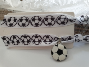 Fußball Haargummi Hairties Armband 2er Set handgefertigt mit Metallanhänger Geschenk Frau Mann Glücksbringer - Handarbeit kaufen