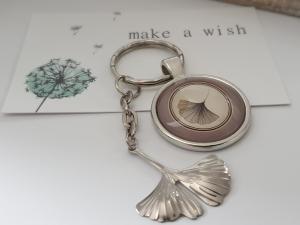 Ginkgo Blatt Schlüsselanhänger Glascabochon handgefertigt Geschenk Frauen Männer Freundschaft Abschied Erinnerung    - Handarbeit kaufen