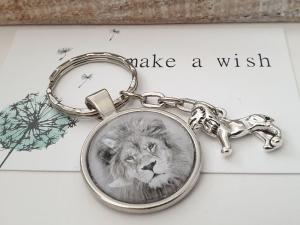 Löwe Schlüsselanhänger Glascabochon handgefertigt wildes Tier Geschenk Männer Freund Abschiedsgeschenk  - Handarbeit kaufen