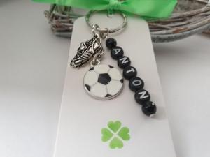 Fußball Schlüsselanhänger personalisierbar mit Namen handgefertigt Geschenk Glücksbringer Fußballfan Männer Freund Trainer Sport - Handarbeit kaufen