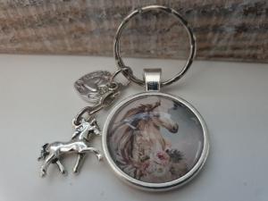 Pferd Schlüsselanhänger Glascabochon handgefertigt mit Pferde Anhänger Wildpferde Pferdeliebe Reitsport Accessoire Geschenk Frauen Mädchen - Handarbeit kaufen