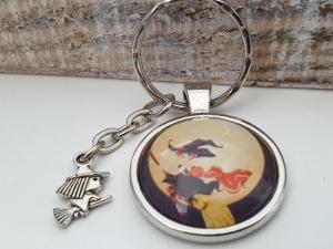 Hexe Schlüsselanhänger Glascabochon handgefertigt Geschenk Frauen Männer Gothic Halloween Accessoire   - Handarbeit kaufen