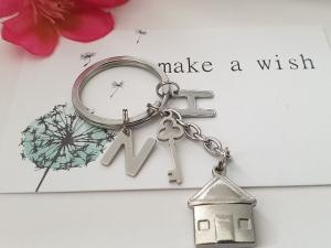 Schlüsselanhänger Haus mit Initialen Glücksbringer Geschenk Frauen Männer Paare Einzug Richtfest    - Handarbeit kaufen
