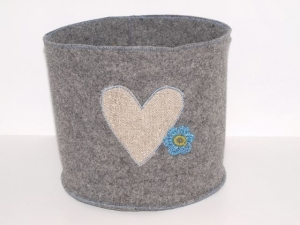 Filz Körbchen Herz, rundes Wollfilz Utensilo , handgemacht aus Filz mit einem Leinen Herz