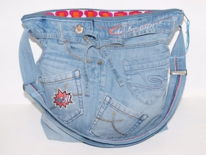 Jeanstasche Bellablue , upcycling Umhängetasche aus used Jeansstoff genäht
