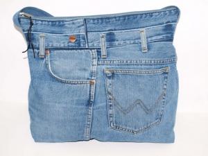RESERVIERT FÜR SABINE Jeanstasche  upcycling Umhängetasche aus used Jeansstoff genäht