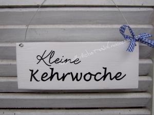 Kleine Kehrwoche  ♡ Türschild aus Holz ♡ weiß mit schwarzer Schrift ♡  - Handarbeit kaufen