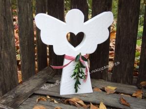 Wunderschöner schlichter Engel aus Holz - weiß