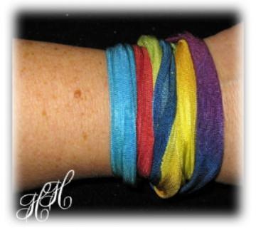 Buntes Seidenband/ Seidenkette in 7 Chakra-Farben + Karte - Handarbeit kaufen