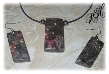 Set - Holzanhänger + Ohrhänger (stabilisiert) + Edelstahlkugeln + Lederkette + Etui - Handarbeit kaufen