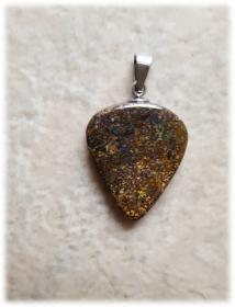 Boulder Opal Anhänger (Dreiecksform) + schwarzes Lederband  - Handarbeit kaufen
