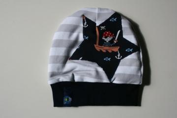 Niedliche Babymütze Pirat, grau/weiß gestreifter Sweat, gefüttert, Kopfumfang 40cm