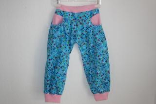 Süße Mitwachs-Mädchenhose aus türkisgrundigem Babycord Gr. 98/104