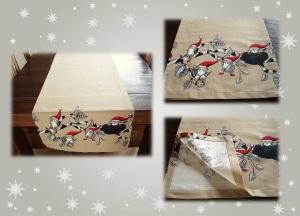 Weihnachtlicher Tischläufer mit lustigen Baumwichteln