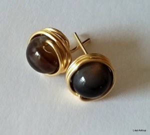 Brown Agathe studs + gold wire