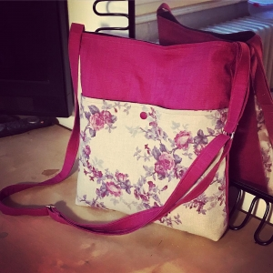 DORI No.1 - Tasche mit verstellbarem Schulterriemen und Außentasche