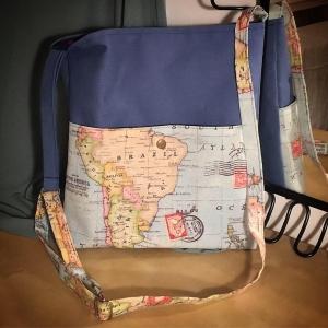 DORI No.4 - Tasche mit vertellbarem Schulterriemen und Außentasche