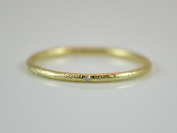 Feiner 585er Goldring mit Diamant / handgearbeitet - mattiert -handmade