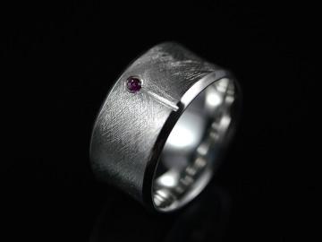 Ring -Concave Rubin- Handgefertigter Ring aus 925er Silber