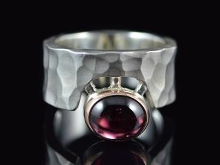 Ring -Cíclope- Matt /Silber - 585er Gold - Granat - Handarbeit kaufen
