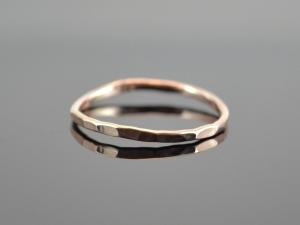 Vorsteck-Ring ★Minimalistic gehämmert★ handgefertigter Ring aus  585er Roségold - Handarbeit kaufen