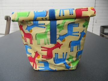 Lunchbag - Rolltasche - Kulturtasche  ,bunte stilisierte Pferde - Handarbeit kaufen