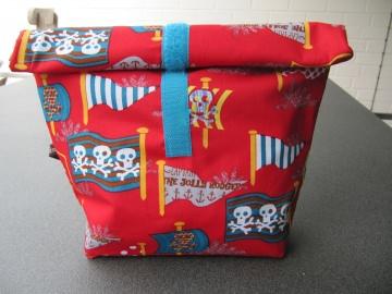 Lunchbag - Rolltasche - Kulturtasche  ,Piratenmotive auf rot - Handarbeit kaufen