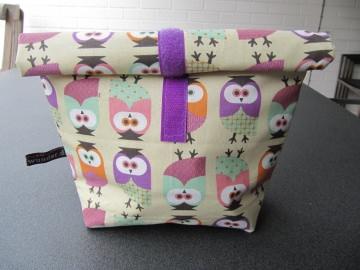 Lunchbag - Rolltasche - Kulturtasche ,bunte Eulen auf beige - Handarbeit kaufen
