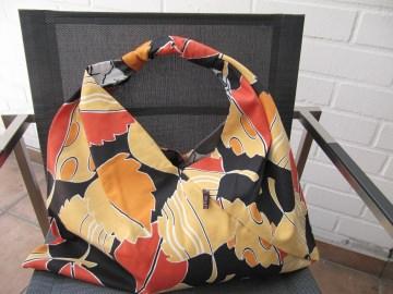 Einkaufstasche,Marketbag,Blüten in rot und orange auf schwarz,BW ,gefüttert