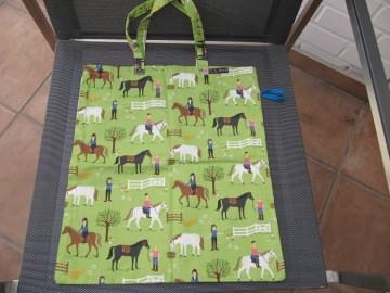 Einkaufsbeutel,zusammenfaltbar,Pferde und Reiterinnen auf grün ,BW - Handarbeit kaufen