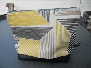 Kultur-Schmink-Windeltasche, BW, graph. Muster in gelb ,schwarz, weiß - Handarbeit kaufen