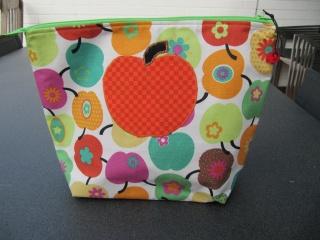 Kultur-Schmink-Windeltasche, BW, bunte Äpfel auf weiß - Handarbeit kaufen