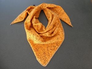 Dreieckstuch aus Musselintuch -  schwarze Buchstaben auf Hellorange, doppelt genäht - Handarbeit kaufen