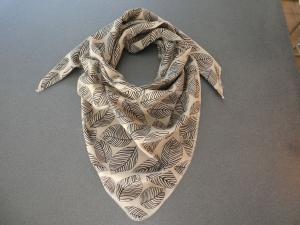 Dreieckstuch aus Musselintuch -  schwarz-schraffierte Blätter auf Vanille, doppelt genäht  - Handarbeit kaufen