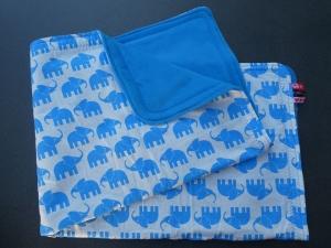 Handgearbeitete Babydecke 100x75 cm, mittelblaue Elefanten auf weiß - Handarbeit kaufen
