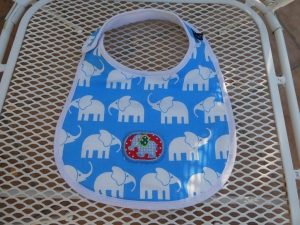Handgearbeitetes Baby-Kinderlätzchen,Vorderseite Baumwollstoff, Rückseite Frottee