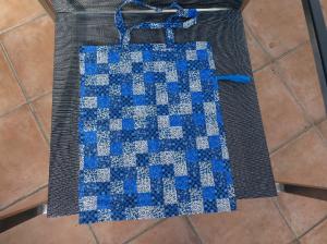 Einkaufsbeutel,zusammenfaltbar,Blütenpatchwork in blau weiß - Handarbeit kaufen