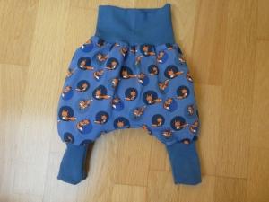 Handgearbeitete Babypumphose ,kleine orangefarbene Füchse in blauem Kreis auf mittelblauem Hintergrund - Handarbeit kaufen